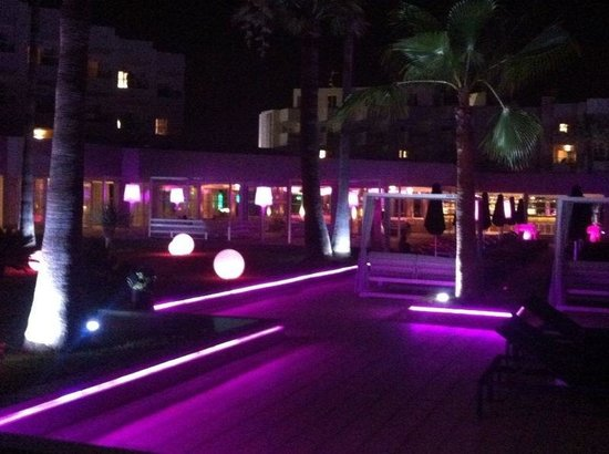 Hotel Garbi Ibiza & Spa: Walking area from rooms to bar