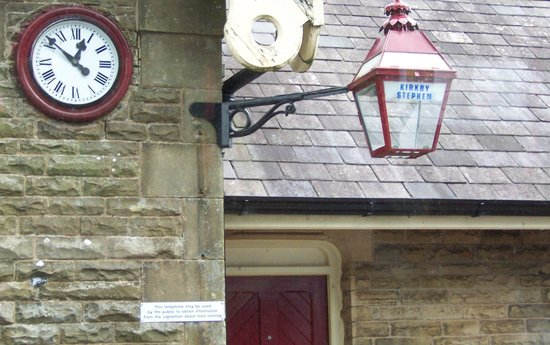 Settle Carlisle Railway: station lamp etc.