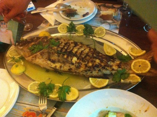 Schinoussa, Greece: Fresh fish grill