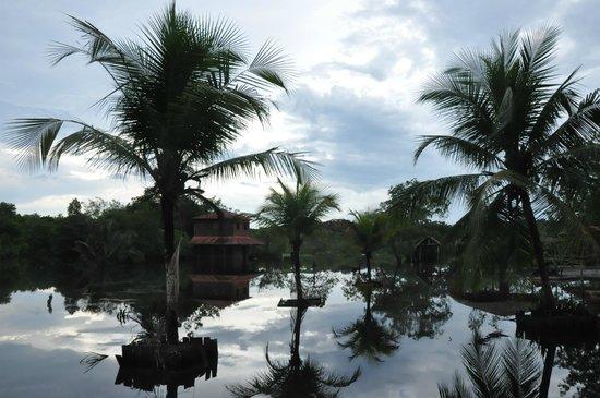 Malocas Jungle Lodge: hoog water in het kamp