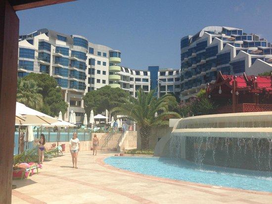 Cornelia De Luxe Resort: View of hotel from the pool area