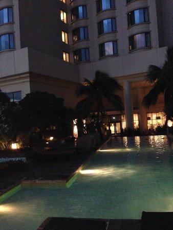 Century Park Hotel: La piscina di notte