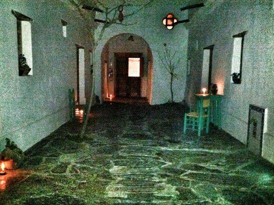 Hosteria Villa Cardon: El patio distribuidor