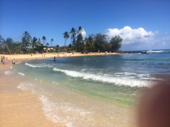 Poipu Beach Park: Feels even better than it looks