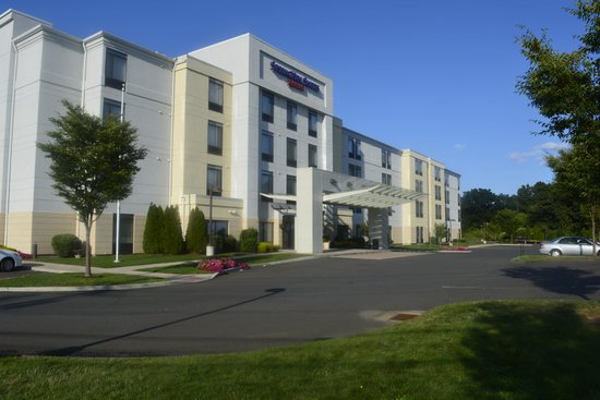 SpringHill Suites Hartford Airport/Windsor Locks: Front look of hotel