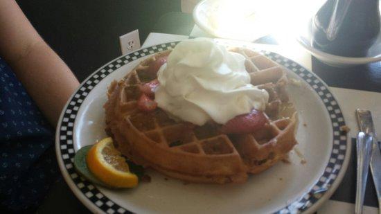 Amore Breakfast : Granola Waffle