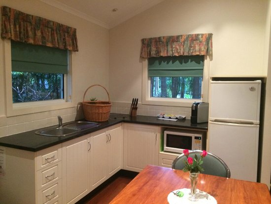 Clouds of Montville : Full Kitchen (breakfast hamper included)