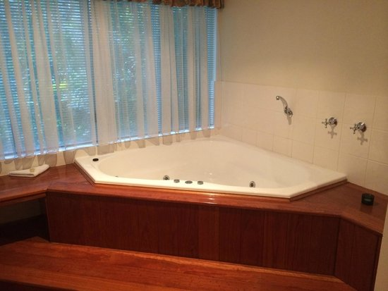 Clouds of Montville : Spa Bath (candles included)