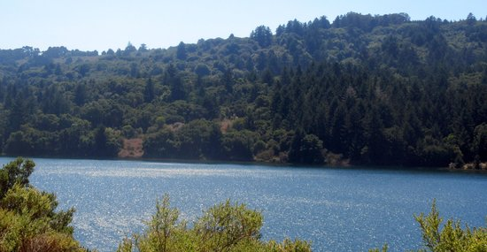 Сан-Матео, Калифорния: Crystal Springs Reservoir on the Peninsula, San Mateo, CA