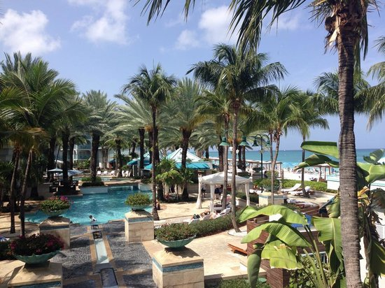 The Westin Grand Cayman Seven Mile Beach Resort & Spa: Pool/Partial ocean view, 2nd floor balcony