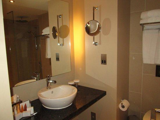Crowne Plaza Heythrop Park - Oxford: Bathroom