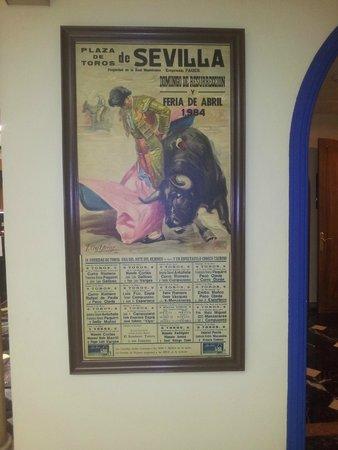 Hotel Sevilla Macarena: Placa perto do restaurante