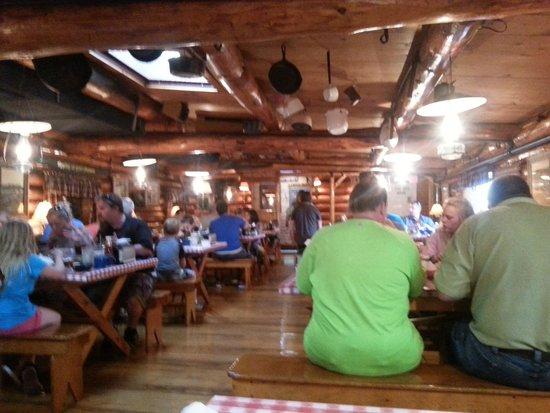 Paul Bunyan's Northwoods Cook Shanty: Dining Area