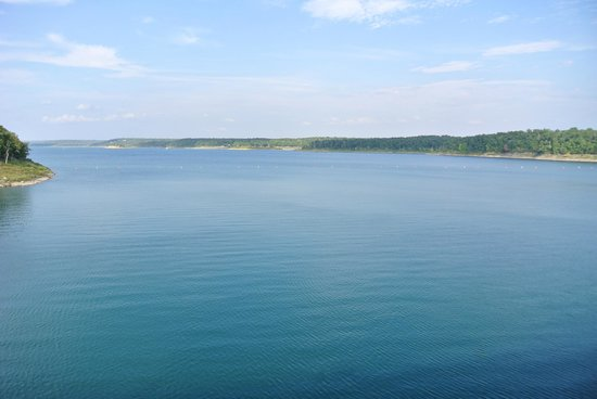 Bull Shoals Lake: blue water