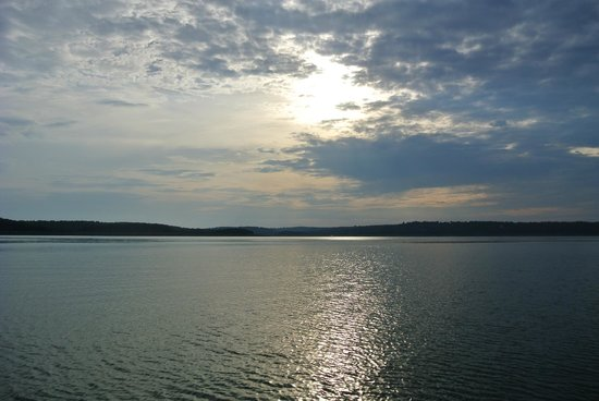 Bull Shoals Lake : early sunset