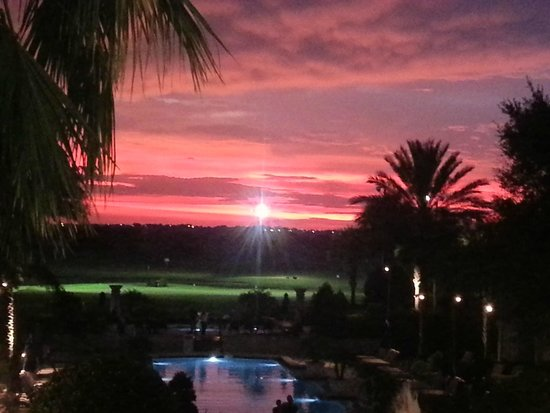 Omni Orlando Resort at Championsgate: Sunset view from the hotel lobby