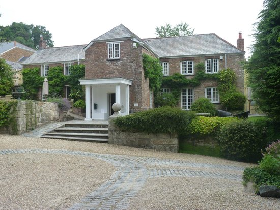 Boscundle Manor Hotel Restaurant and Spa : Front of the hotel