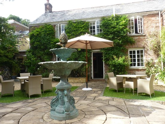Boscundle Manor Hotel Restaurant and Spa : The terrace