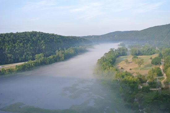 Bull Shoals Dam: morning fog over river