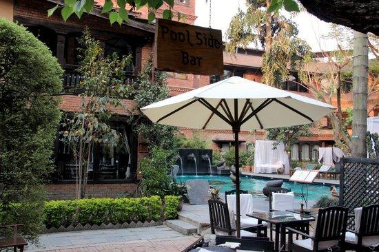 Dwarika's Hotel: Pool & cocktail lounge area