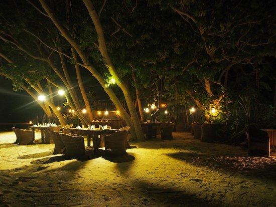 Ratua Island Resort & Spa: Beach BBQ Dinner