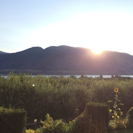 The Del Ray B&B : Sunrise over the okanagan valley