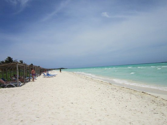 Sol Cayo Guillermo: Sandy Beach at Sol