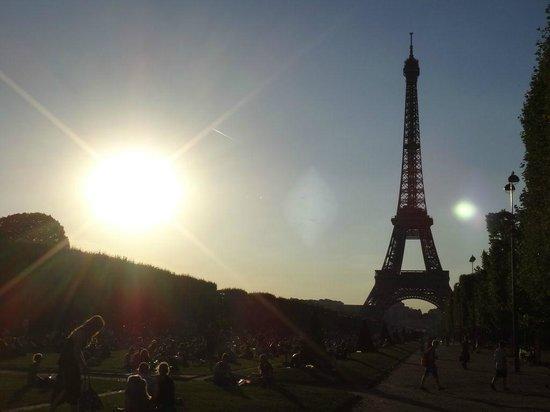 Eiffel Tower: シャン・ド・マルス公園から