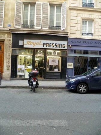 Montpensier : 98 Euro laundry service; AVOID!
