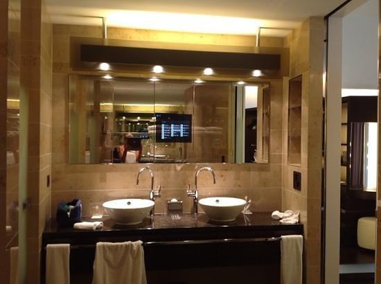 The Dolder Grand: pantalla en el baño