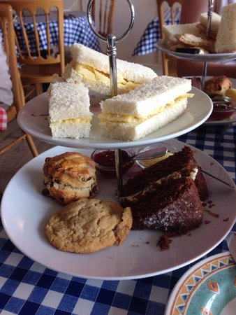 The Singing Kettle Tea Room and Eatery: Not even words how amazing this was and how lovely the staff was :) it's a must!!!