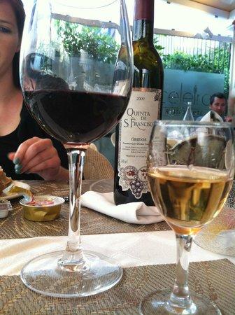 O Celeiro : Wine we ordered and the complimentary Madeira