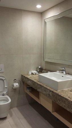 Rendezvous Hotel Perth Scarborough: Bathroom