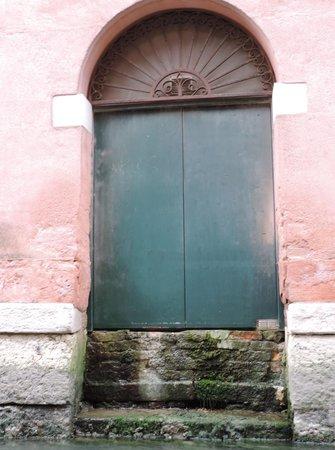 Ente Gondola: The back door