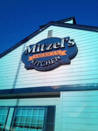 Mitzel's American Kitchen: Decent food with ok service.