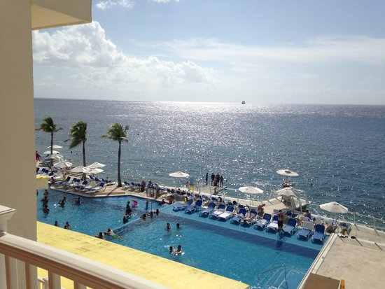 Cozumel Palace : Our balcony view