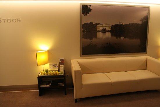 Sheraton Grand Salzburg: elevator lobby