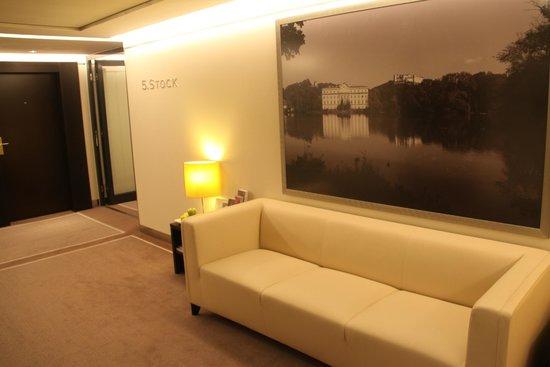 Sheraton Salzburg: Elevator lobby