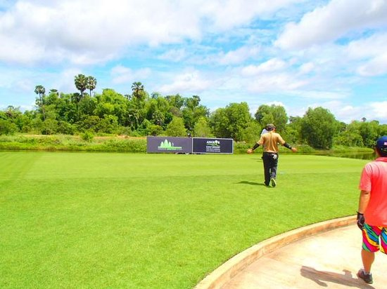 Angkor Golf Resort: Nice green