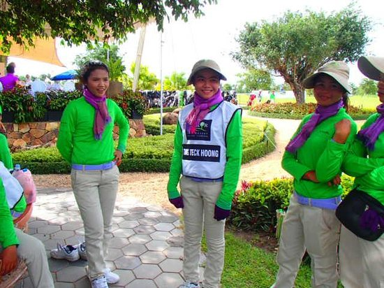 Angkor Golf Resort: Friendly caddies