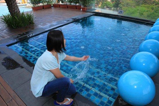 Royale Chulan Damansara: Enjoy the pool