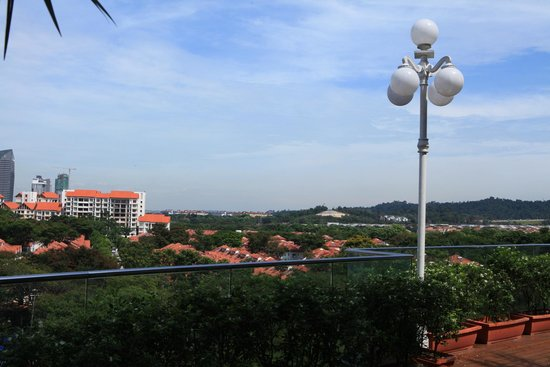 Royale Chulan Damansara: Nice scenario at pool