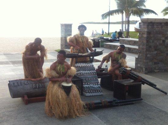 InterContinental Fiji Golf Resort & Spa: Fire lighting