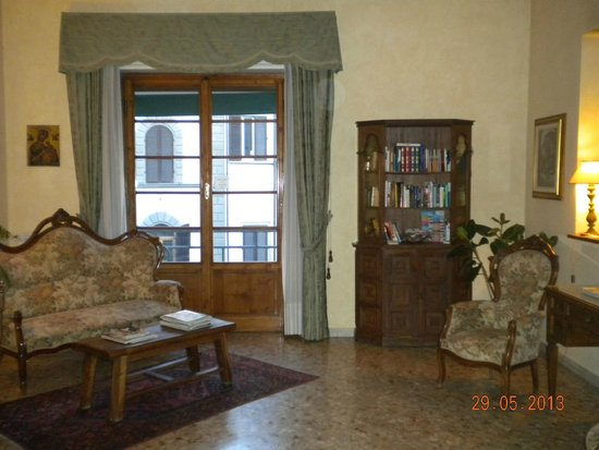 أولد فلورنسا إن: Sala de descanso o lectura (espacio común)