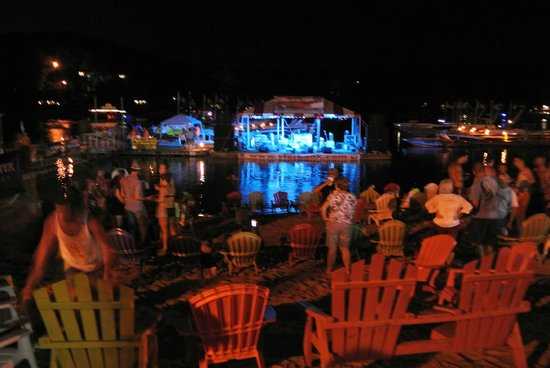 Captain Ron's Bar & Grill: live music stage