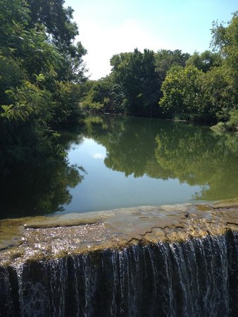 Round Rock, Τέξας: Chisholm Trail creek