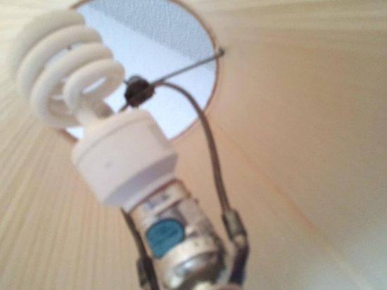 Super 8 Wyoming/Grand Rapids Area: Broken lamp fixture