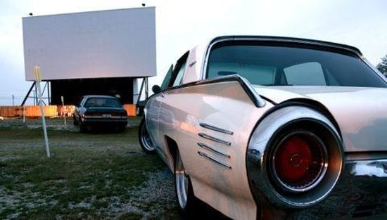 Tiffin, OH: Classic car at the FoD Drive-In