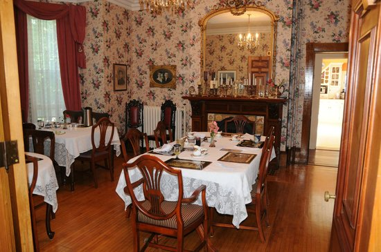 Bread And Roses Inn: Dining/breakfast room