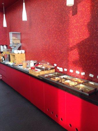 Ramada Encore Guadalajara: Frühstücksbuffett mit Semmeln